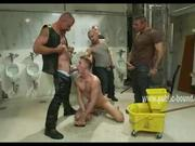 guy in rest room enjoys sucking cocks